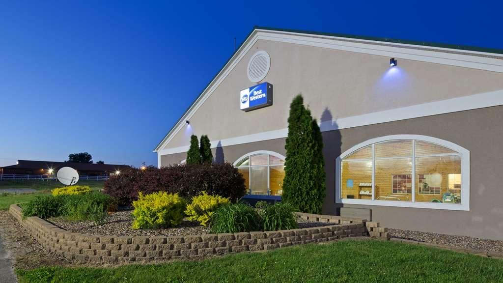 Best Western Pioneer Inn & Suites - Façade