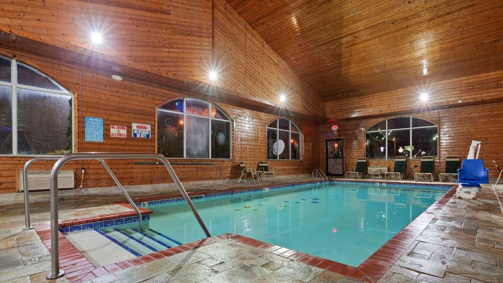 Best Western Pioneer Inn & Suites - Piscina
