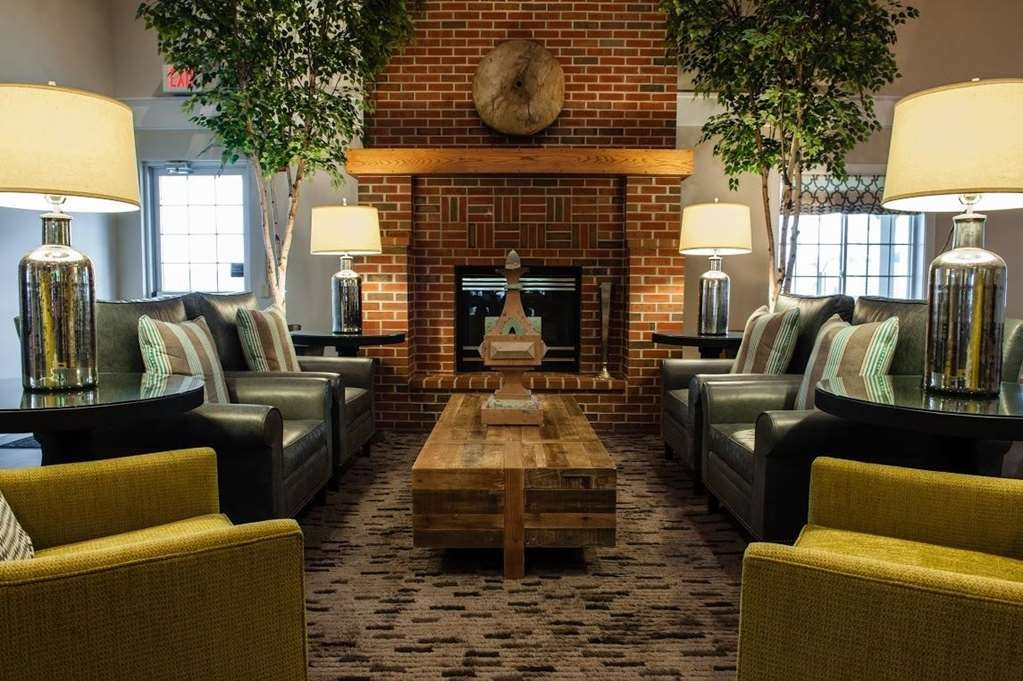 Best Western Plus University Park Inn & Suites - Lobby