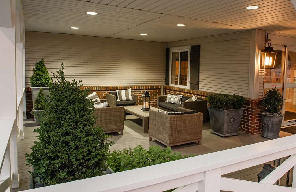 Best Western Plus University Park Inn & Suites - Porch