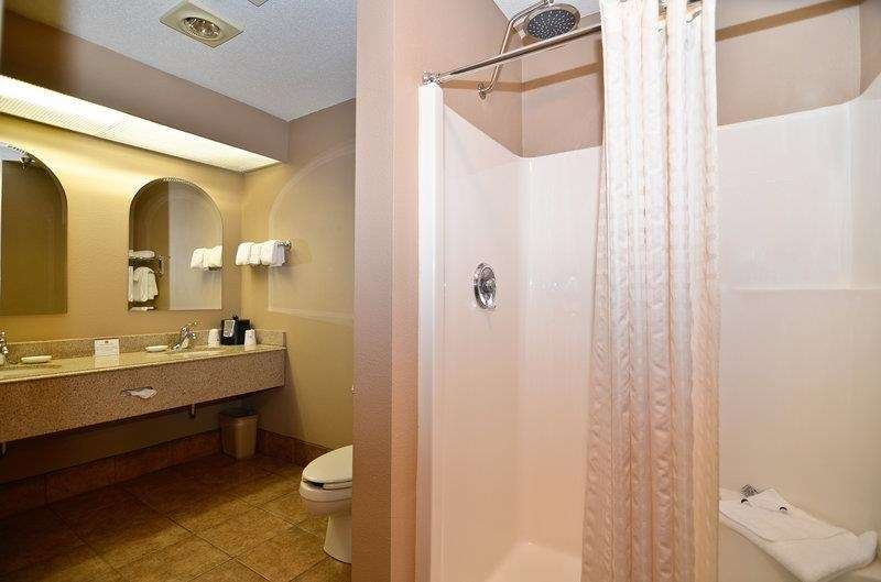 Best Western Plus University Park Inn & Suites - You won't feel cramped in the spacious guest bathroom of our presidential suite!