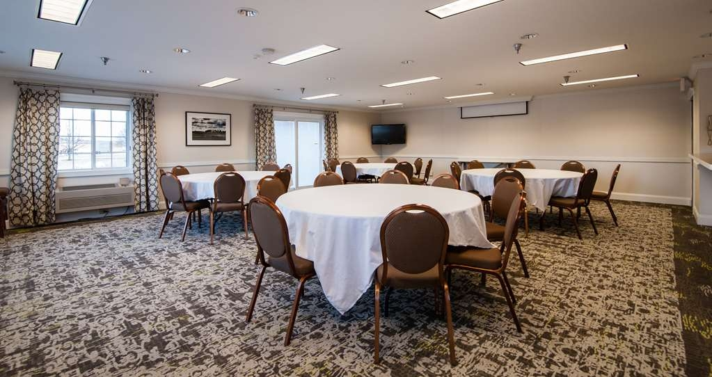 Best Western Plus University Park Inn & Suites - The conference room can be rearranged for your meeting needs.