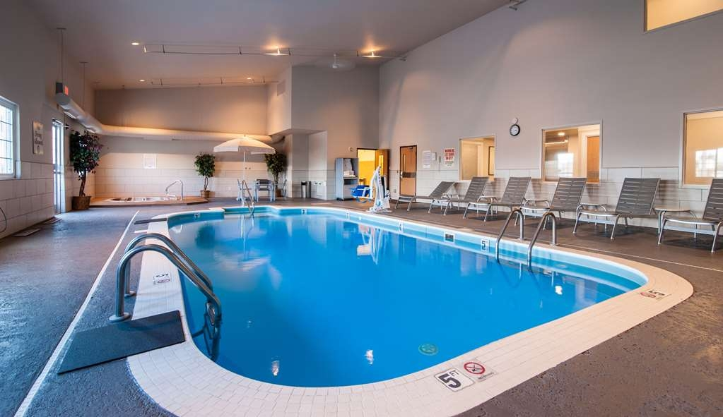 Best Western Plus University Park Inn & Suites - Enjoy our indoor heated swimming pool and hot tub year round!