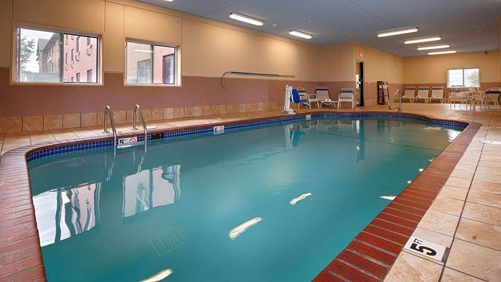 Best Western Plus Altoona Inn - Swim year round in our indoor pool.
