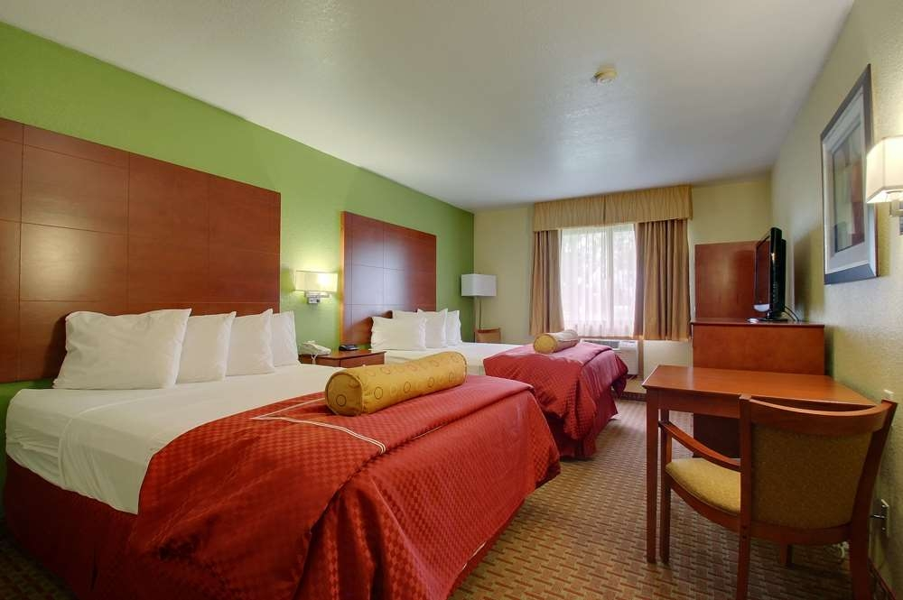Best Western Plus Altoona Inn - Many of our rooms even offer a spectacular rollercoaster view!