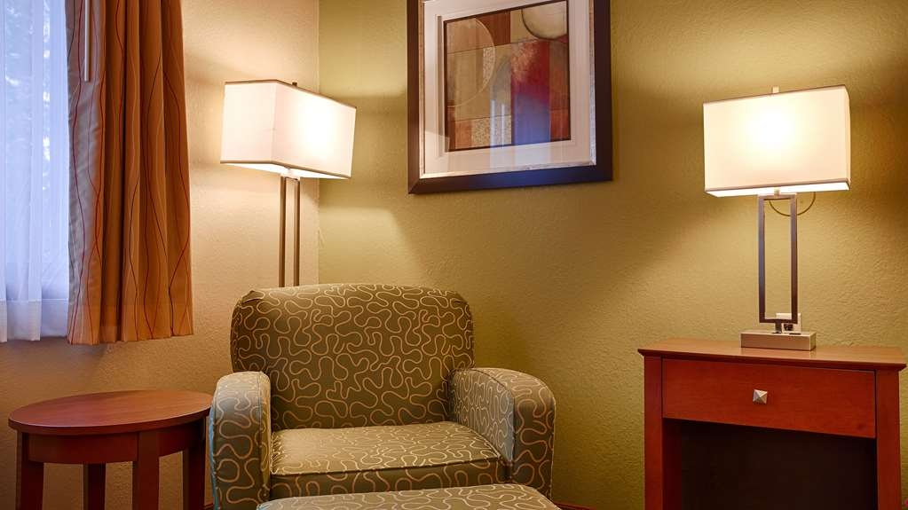 Best Western Plus Altoona Inn - Guest Room