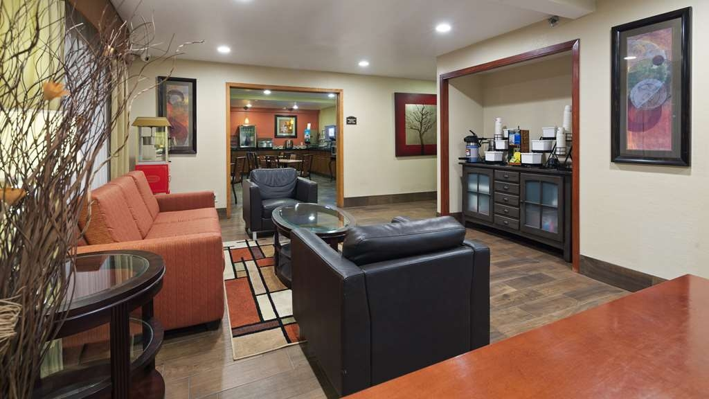 Best Western Plus Altoona Inn - We strive to exceed your every expectation starting from the moment you walk into our lobby.