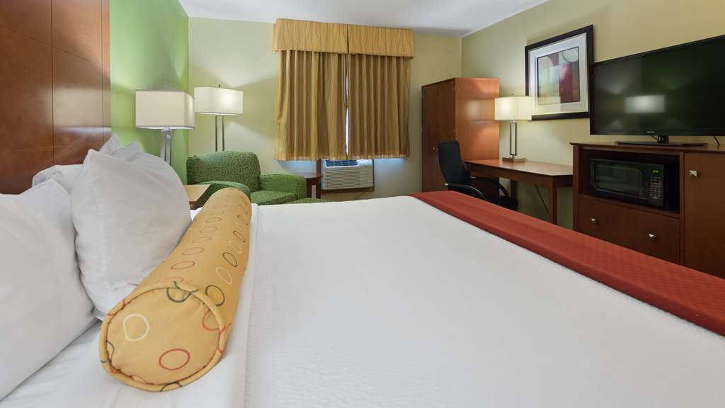 Best Western Plus Altoona Inn - Indulge yourself in our warm, welcoming and inviting One King Guest Room.