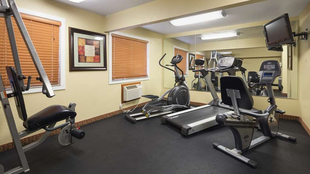 Best Western Plus Altoona Inn - Burn off last night's dinner in our fitness center.