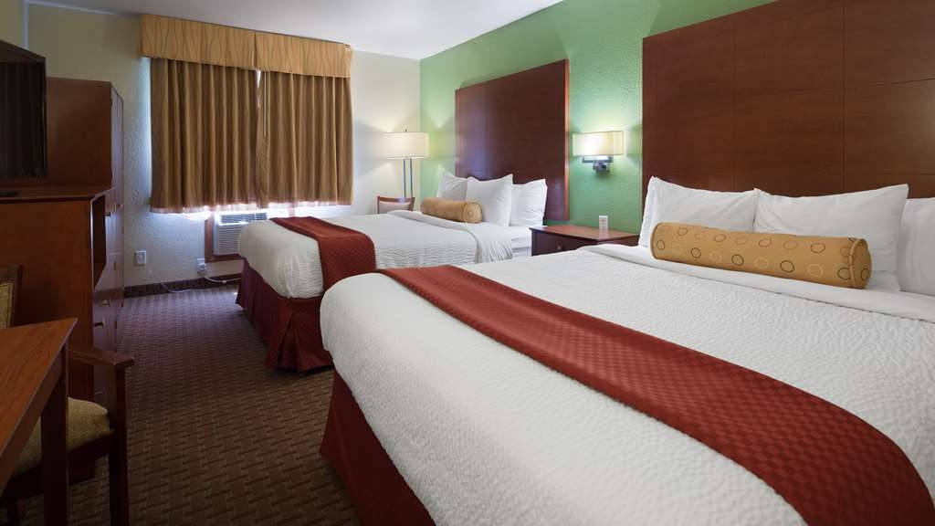 Best Western Plus Altoona Inn - Sink into our comfortable beds each night and wake up feeling completely refreshed.