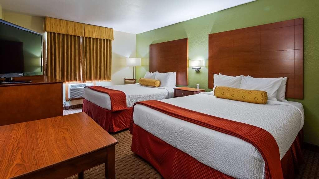 Best Western Plus Altoona Inn - Guest Room