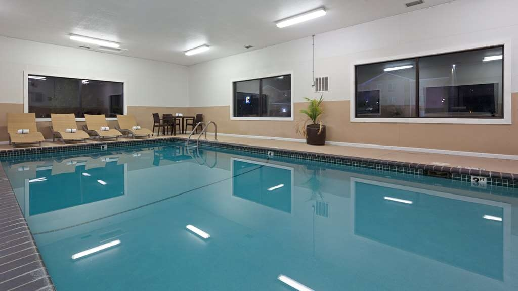 Best Western Mt. Pleasant Inn - The indoor pool is perfect for swimming laps or taking a quick dip.