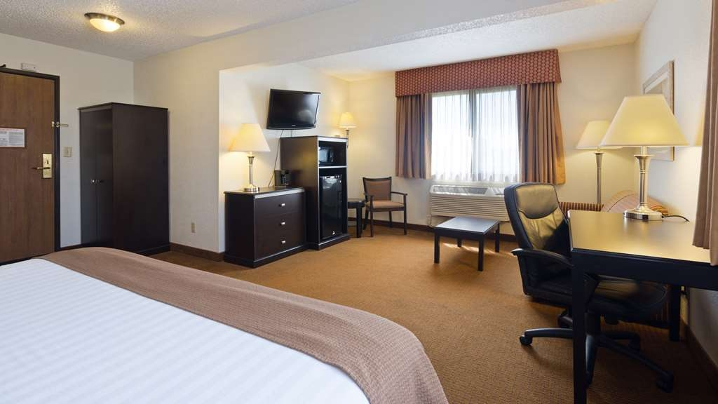 Best Western Mt. Pleasant Inn - Designed for corporate and leisure traveler alike, make a reservation in this One King Mini Suite.