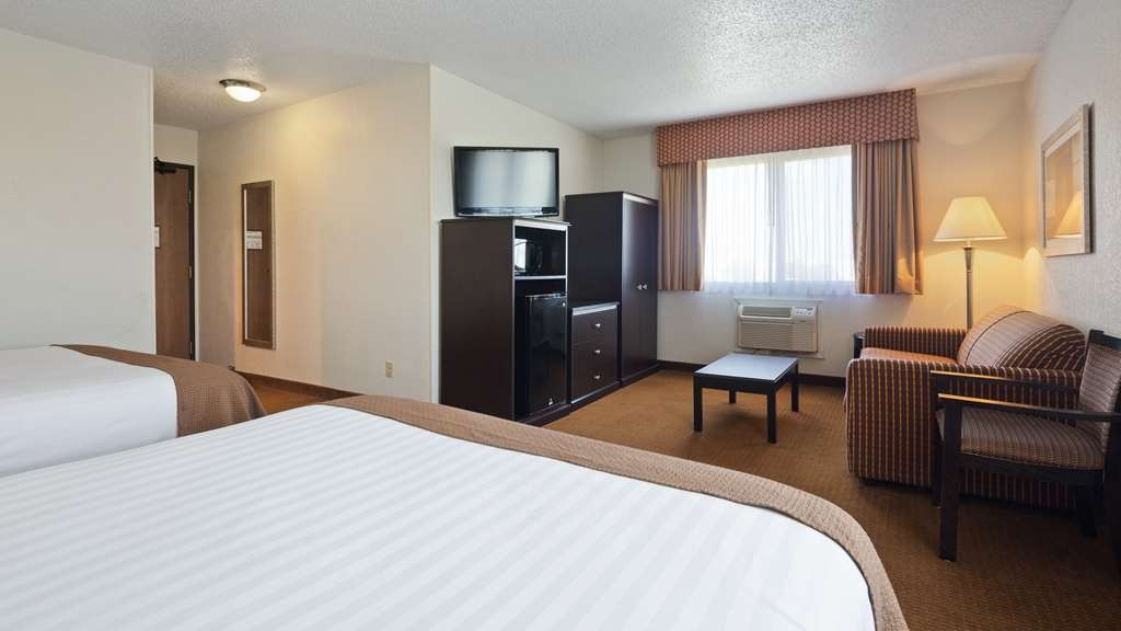 Best Western Mt. Pleasant Inn - Spend some time after a hectic day in the living room featured in our Two Queen Mini Suite.