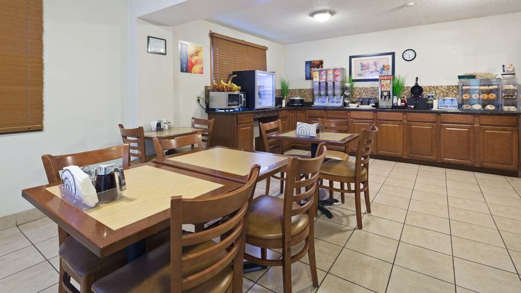 Best Western Mt. Pleasant Inn - Enjoy a balanced and delicious breakfast with choices for everyone.