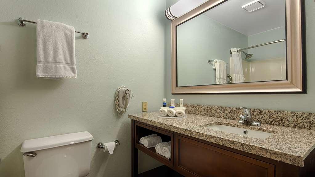 Best Western Holiday Manor - Enjoy getting ready for the day in our fully equipped guest bathroom.