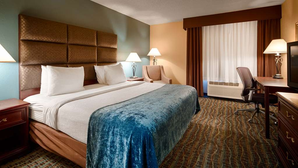 Best Western Holiday Manor - Upgrade yourself to our king room for added comfort during you stay.