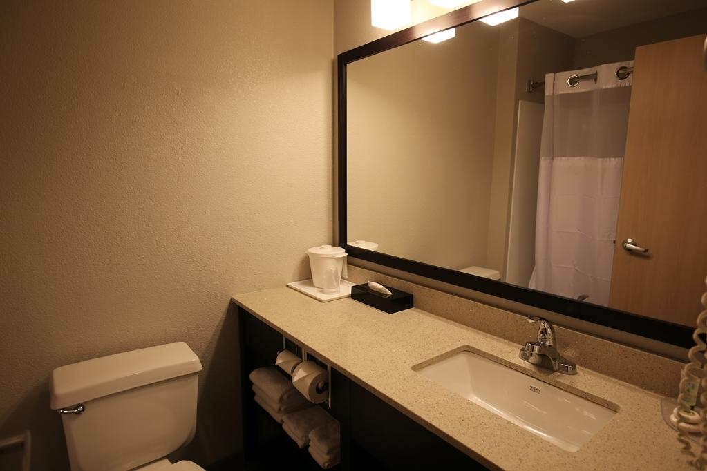 Best Western Pearl City Inn - Guest Bathroom