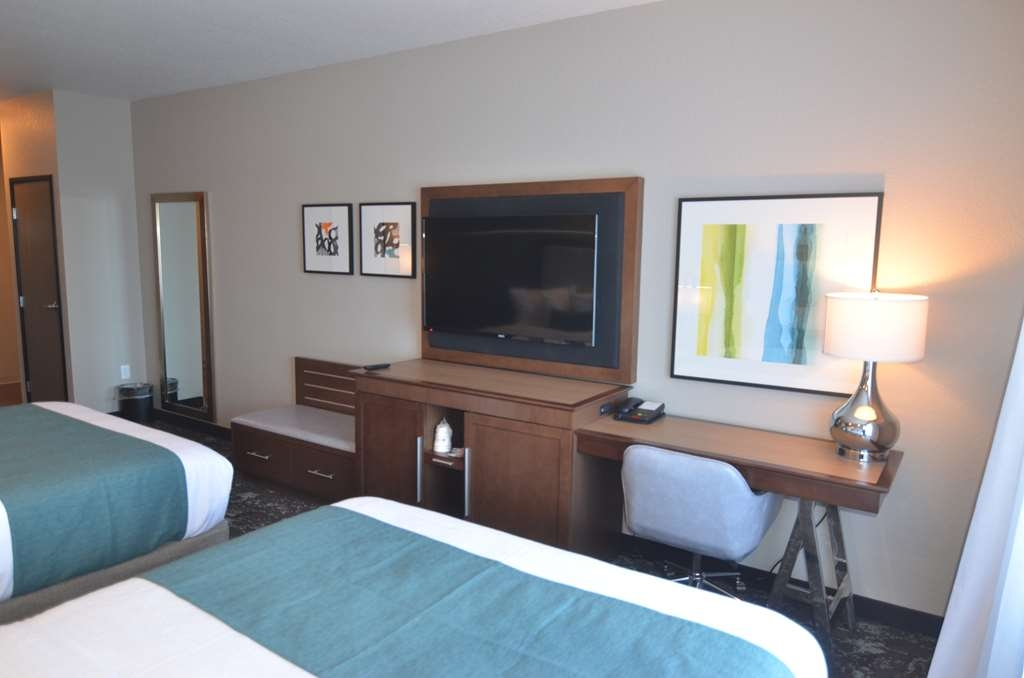 Best Western Premier Ankeny Hotel - Each room has a luggage bench, desk, microwave, mini refrigerator, ice bucket, and coffee with coffee maker