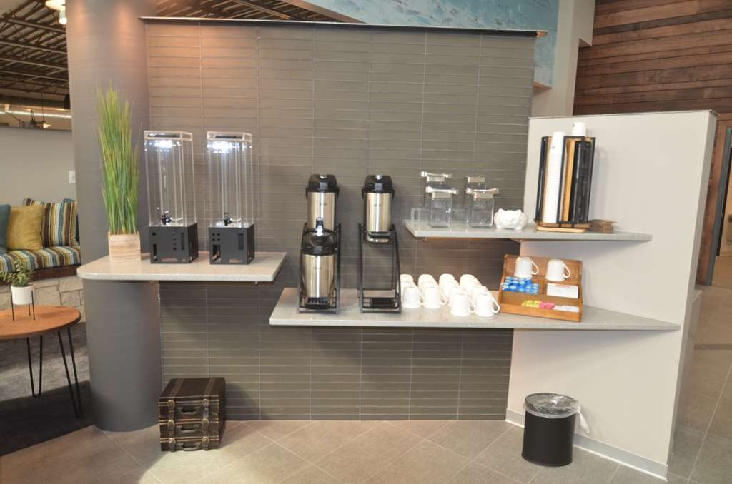 Best Western Premier Ankeny Hotel - 24 hour coffee and tea Bar