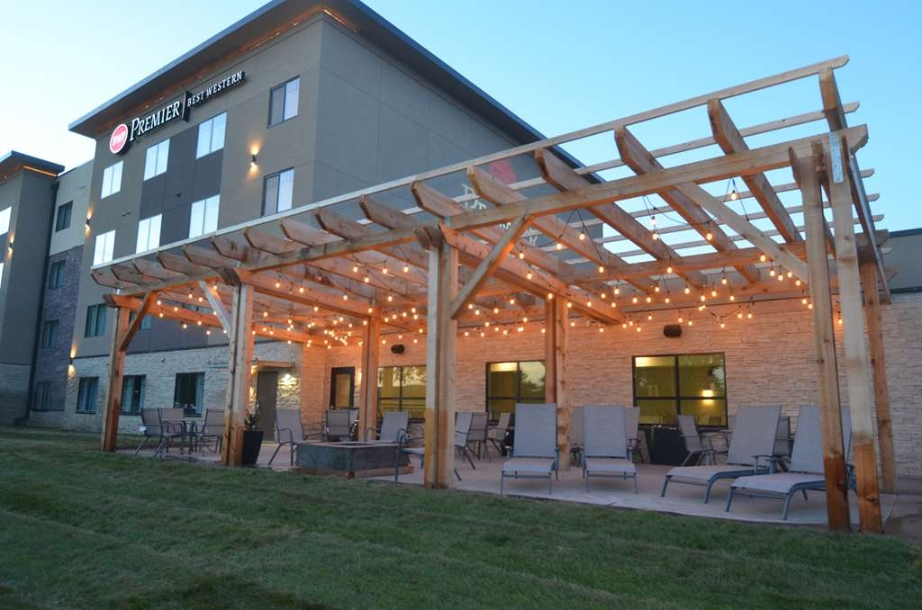 Best Western Premier Ankeny Hotel - Enjoy our outdoor patio space and relax by our firepit.