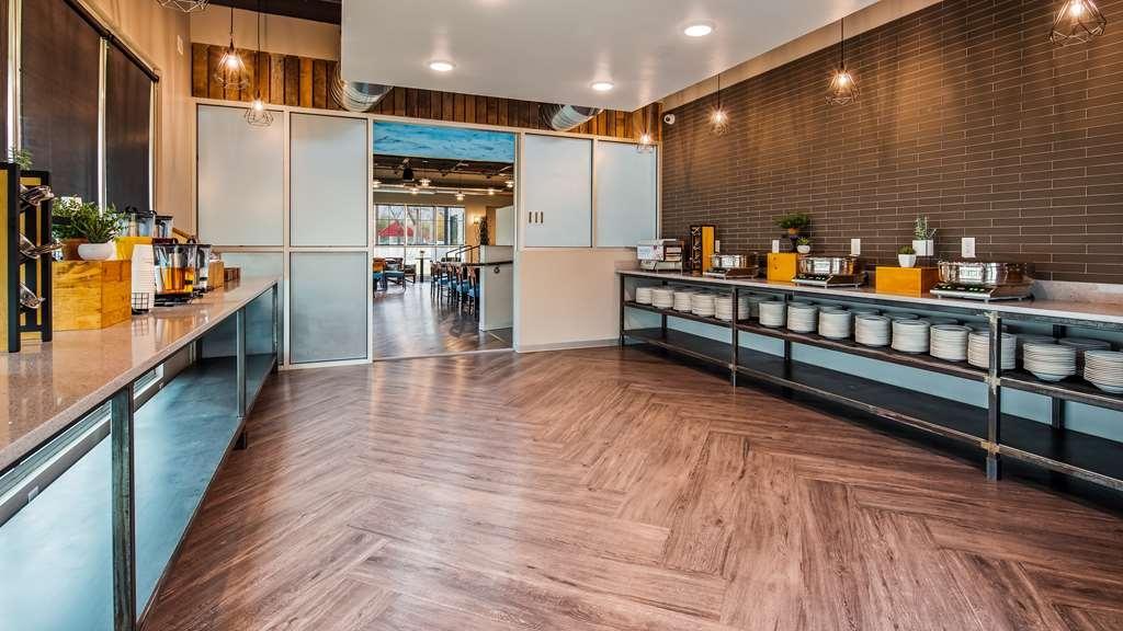 Best Western Premier Ankeny Hotel - Breakfast Area