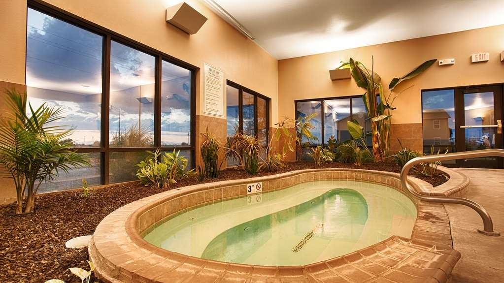 Best Western Plus Night Watchman Inn & Suites - Vue de la piscine