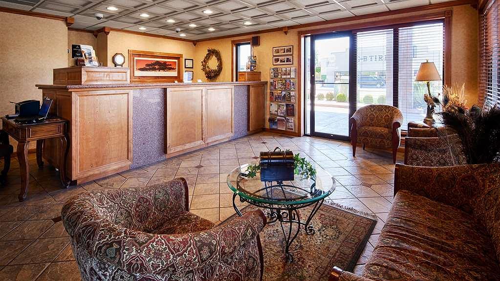 Best Western Angus Inn - Vista del vestíbulo