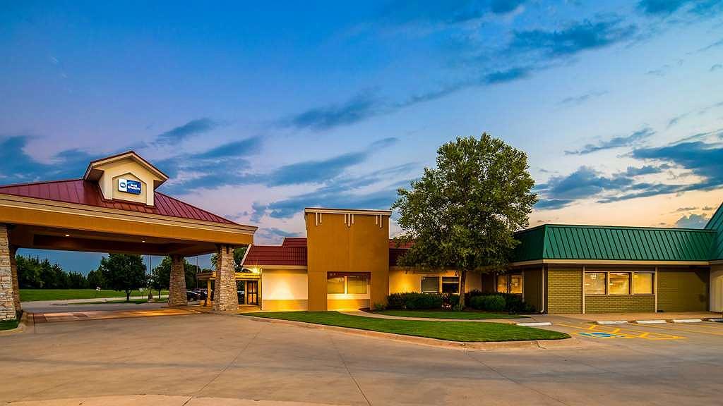 Best Western Wichita North - Aussenansicht