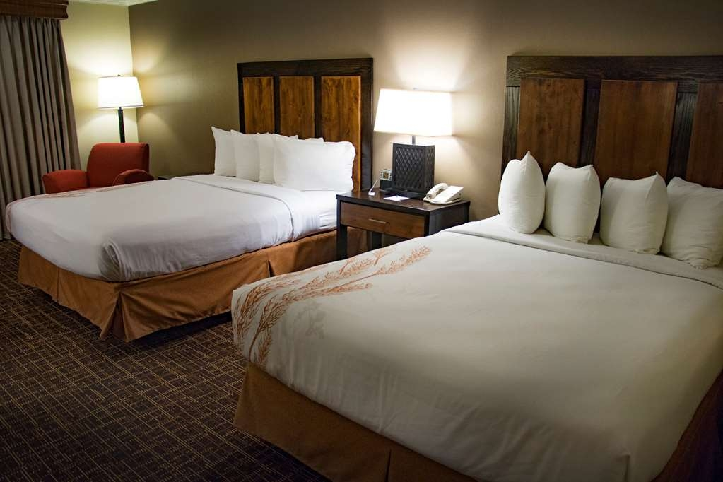 Best Western Wichita North - Two queen bed room with mobility access.