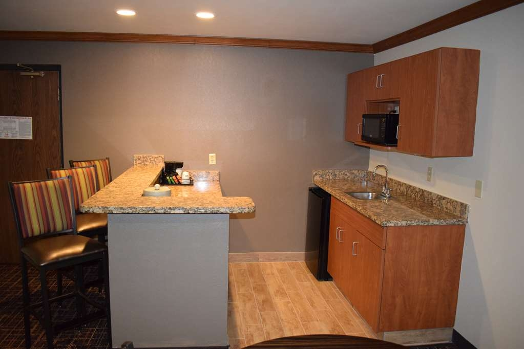 Best Western Wichita North - Our Executive Suite has a wet bar, relaxing,jetted tub, spacious living room,and separate sleeping quarters.