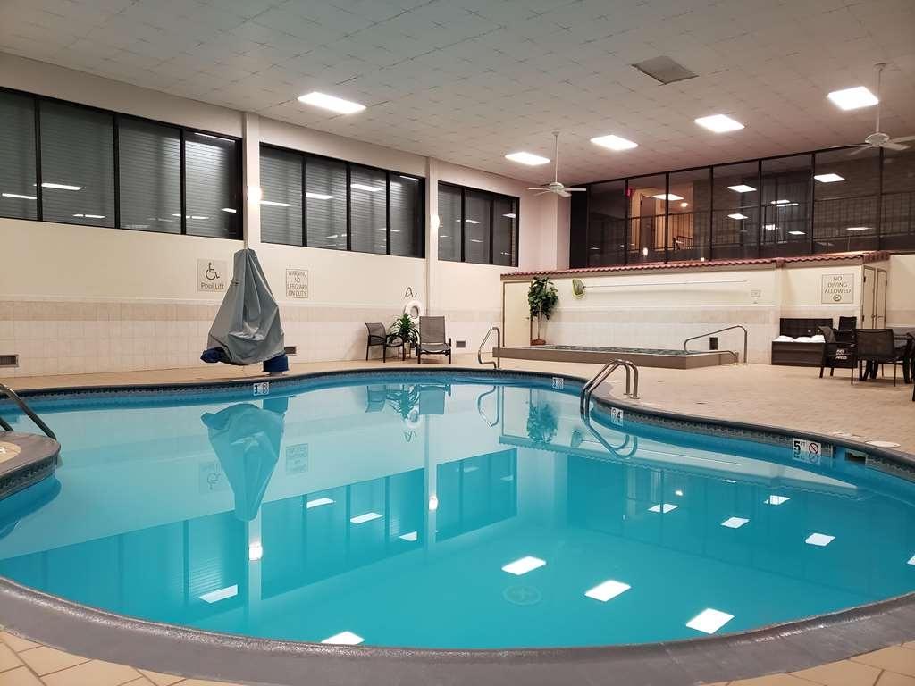 Best Western Wichita North - Vista de la piscina