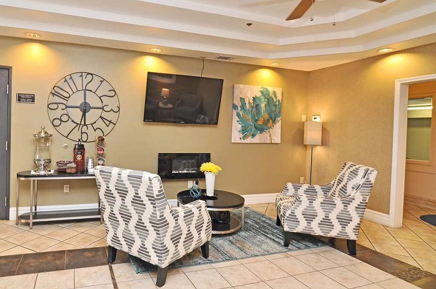 Best Western Topeka Inn & Suites - Vista del vestíbulo