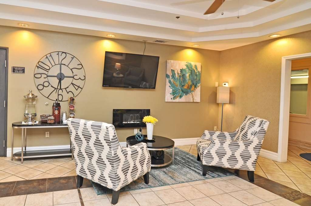 Best Western Topeka Inn & Suites - Meet up with friends or colleagues and enjoy some quality time in our comfortable lobby.