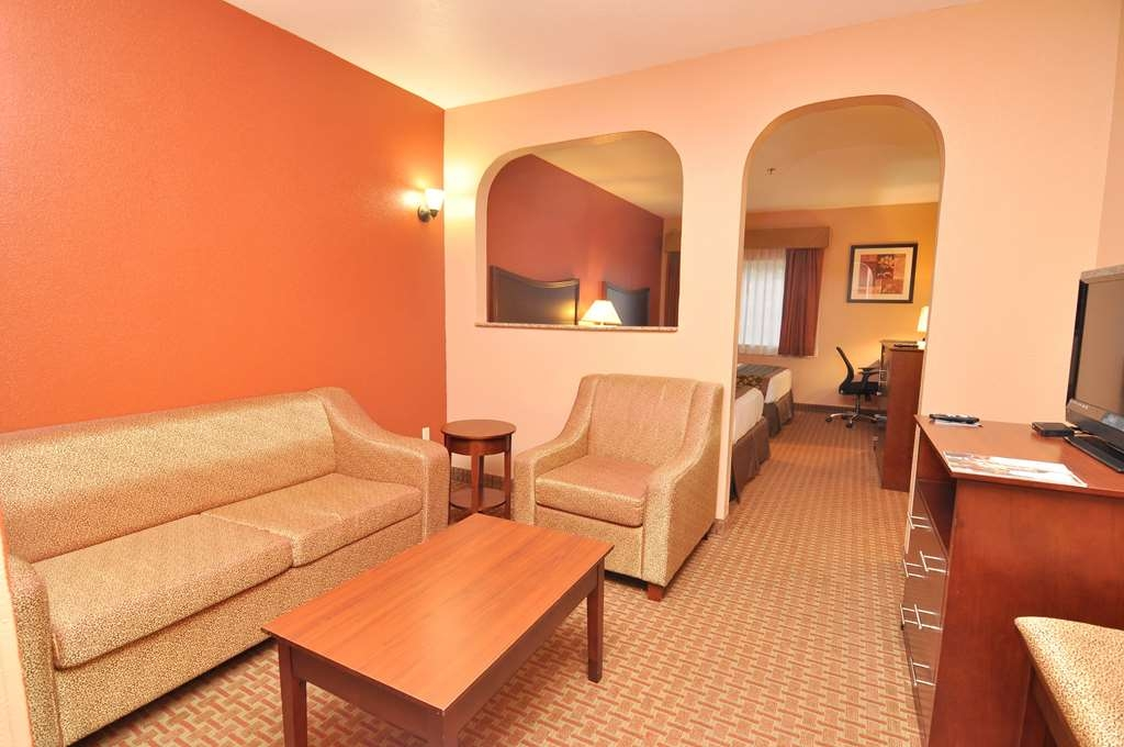 Best Western Topeka Inn & Suites - Suite with Living Room