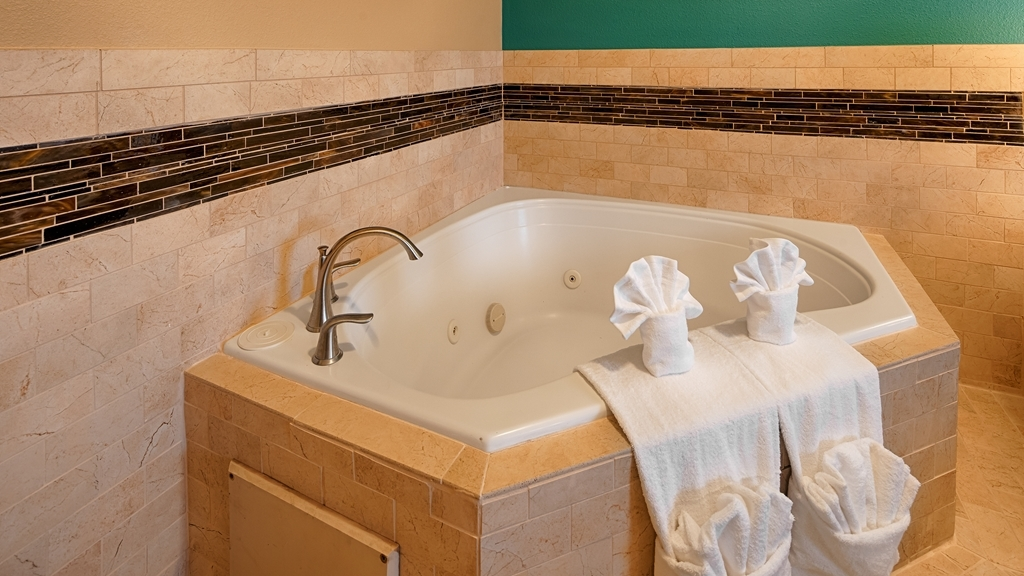 Best Western Governors Inn & Suites - Book our Jacuzzi® rooms for a relaxing night.