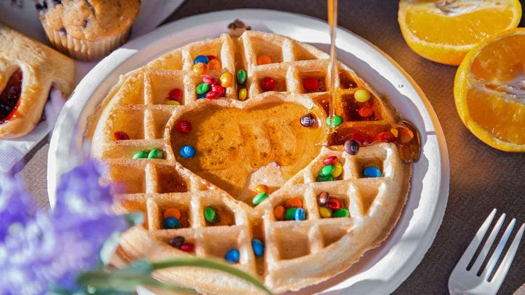 Best Western Governors Inn & Suites - Enjoy a make your own waffle for breakfast.
