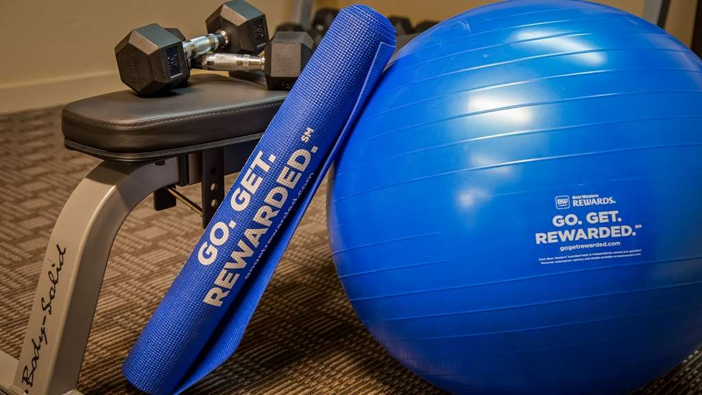 Best Western Governors Inn & Suites - Maintain your home exercise routine in our fully equipped fitness center.