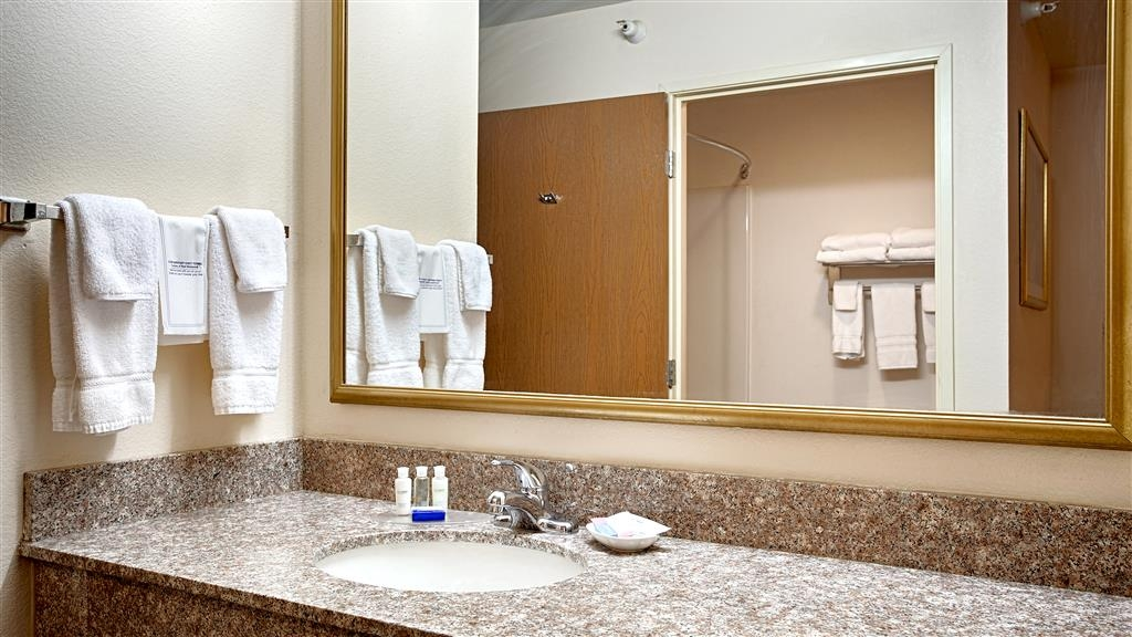 Best Western J. C. Inn - Guest Bathroom