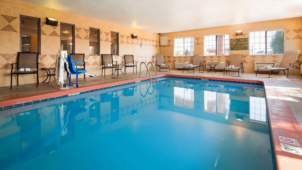 Best Western J. C. Inn - The indoor pool is perfect for swimming laps or taking a quick dip.