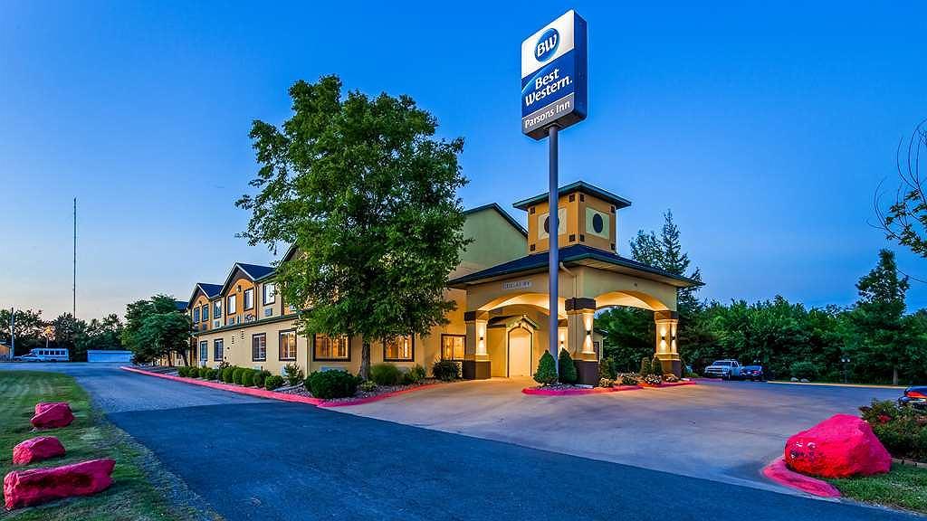 Best Western Parsons Inn - Vista Exterior