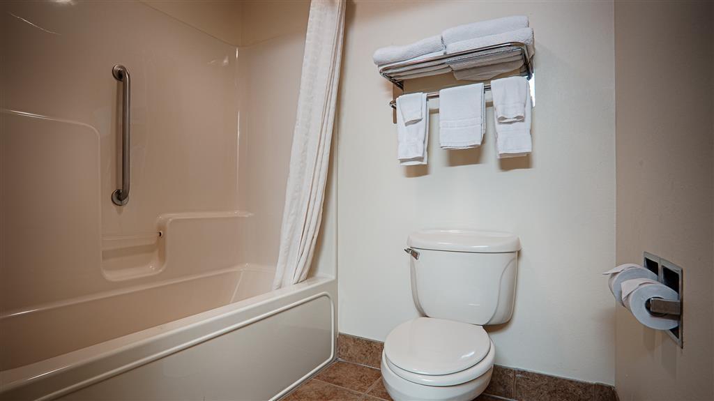 Best Western Parsons Inn - Guest Bathroom