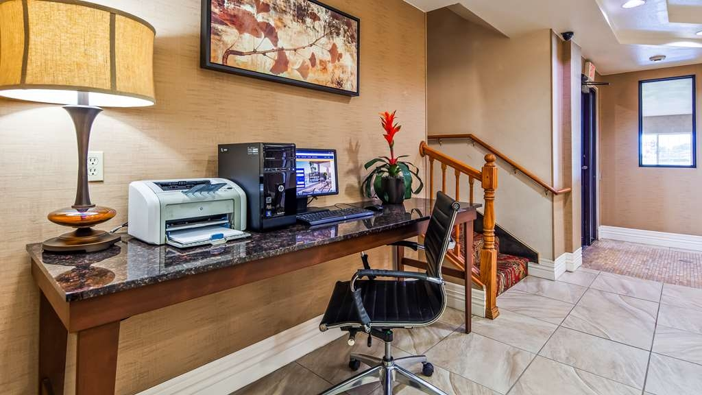 Best Western Parsons Inn - Keep connected in our business center.