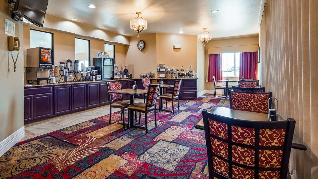 Best Western Parsons Inn - Start your day off right with a complimentary breakfast.