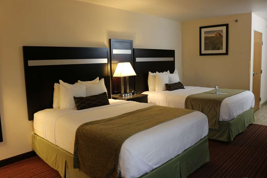 Best Western Parsons Inn - Our double queen guest room features a 32-inch plasma television, work space, and free high-speed Internet.