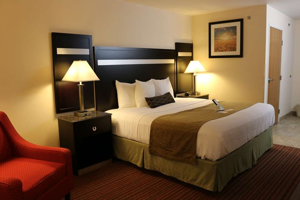Best Western Parsons Inn - Spend the night in our spacious and smoke-free king guest room offering free high-speed Internet.