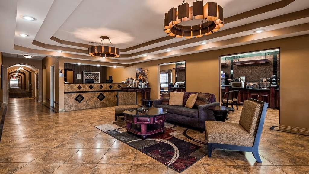 Best Western Manhattan Inn - Relax while you enjoy our spacious lobby.