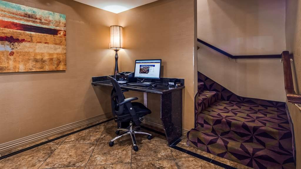 Best Western Manhattan Inn - Utilize our business center to prepare all of your travel plans.