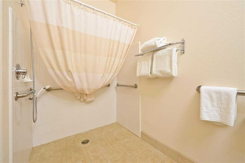 Best Western Plus Wakeeney Inn & Suites - Mobility Accessible Bathroom