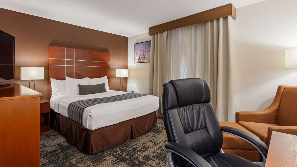 Best Western Plus Wakeeney Inn & Suites - Guest Room